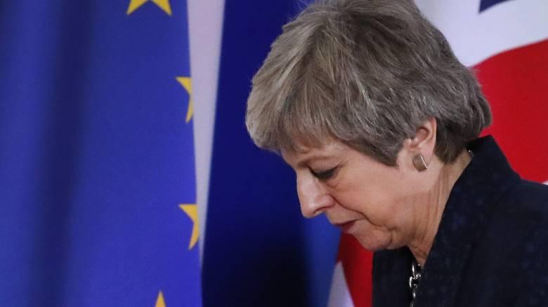Brexit: Σχέδιο εξώθησης σε παραίτηση της Μέι εντός ημερών μεθοδεύουν υπουργοί της κυβέρνησης