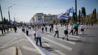 25η Μαρτίου: Υπέροχα καρέ από την μαθητική παρέλαση