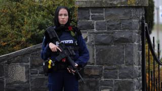 Νέα Ζηλανδία: Συγκινεί η αστυνομικός που φόρεσε μαντίλα στις κηδείες των θυμάτων