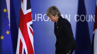 Brexit: Ανταλλάσσει την πρωθυπουργία με υπερψήφιση της συμφωνίας η Μέι;