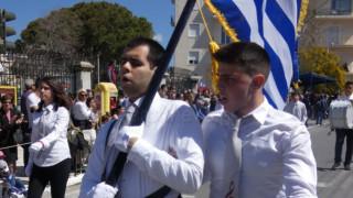 25η Μαρτίου: Καταχειροκροτήθηκε και συγκίνησε τυφλός σημαιοφόρος στα Χανιά
