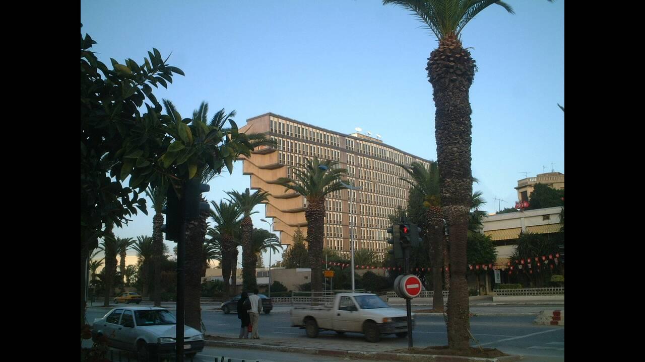 https://cdn.cnngreece.gr/media/news/2019/03/26/170548/photos/snapshot/Htel_du_Lac_Tunis_at_sunset.jpg