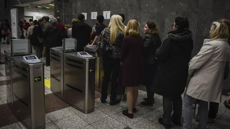 ΟΑΣΑ: Πώς θα αντιμετωπίσει όσους μπαίνουν στα μέσα με το εισιτήριο του… μπροστινού τους