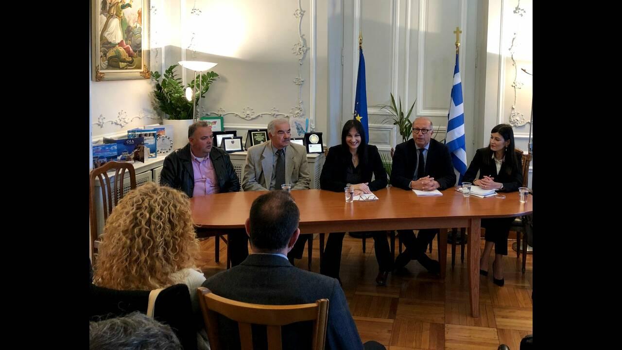 https://cdn.cnngreece.gr/media/news/2019/03/26/170583/photos/snapshot/Syros3.jpg