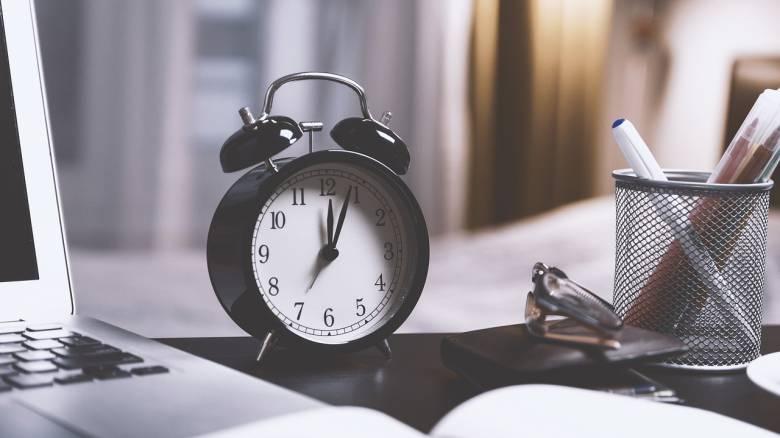 Αλλαγή ώρας: Πότε θα πρέπει να γυρίσουμε τους δείκτες του ρολογιού μας