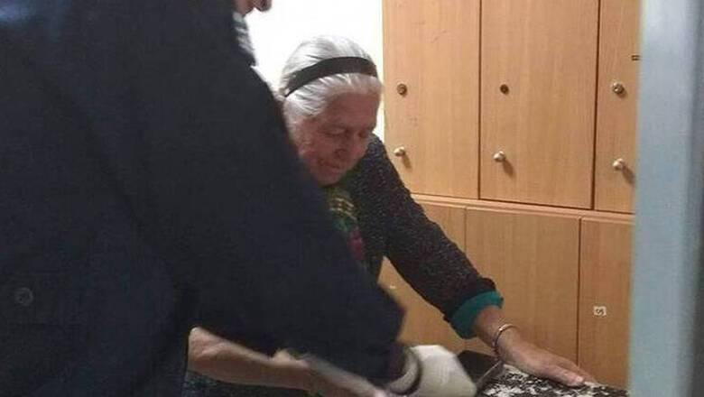 Θεσσαλονίκη: «Παγώνει» το πρόστιμο 200 ευρώ στην 90χρονη γιαγιά με τα τερλίκια