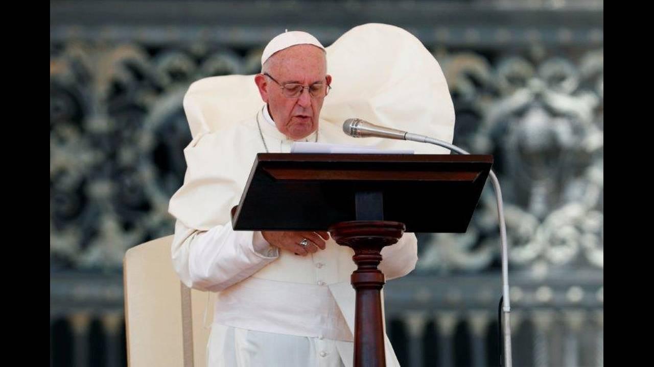 https://cdn.cnngreece.gr/media/news/2019/03/26/170623/photos/snapshot/2018-08-12T103210Z_867139839_RC1F7E504780_RTRMADP_3_POPE-YOUTH.jpg