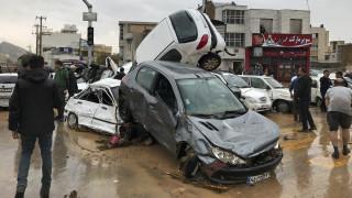 Ιράν: Ανασύρουν συνέχεια πτώματα - 23 οι νεκροί από τις πλημμύρες