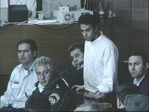 1996 Ο δολοφόνος του Γιτζάκ Ράμπιν, Γιγκάλ Αμίρ στο δικαστήριο του Τελ Αβίβ που τον καταδίκασε σε ισόβια δεσμά. Ο Αμίρ είπε ότι «το έκανε για το Θεό».