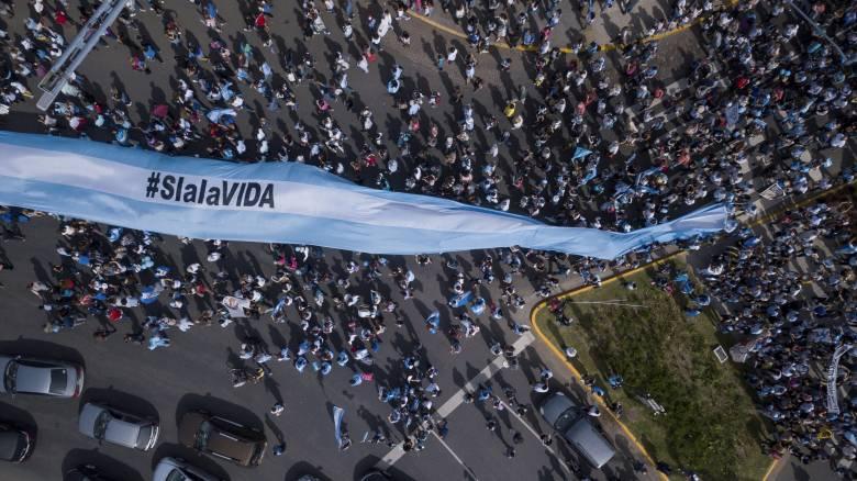 Αργεντινή: Μήνυση για ανθρωποκτονία στους γιατρούς που αρνήθηκαν άμβλωση στην 11χρονη «Λουσία»
