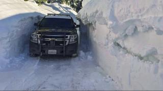 Όμηρος του χιονιά: Μία κοινότητα εγκλωβισμένη μέσα σε «τείχη» χιονιού