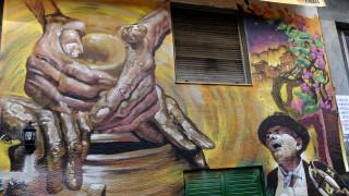 «Γλυκιά αναρχία»: Τουριστική ξενάγηση στα Εξάρχεια μέσω Airbnb