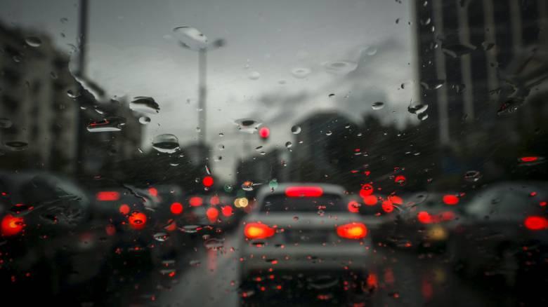 Κίνηση: Κυκλοφοριακό κομφούζιο στους δρόμους - Χάος και ουρές χιλιομέτρων