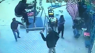 Ο Ιπτάμενος Τούρκος: Απογειώθηκε πάνω σε μια ομπρέλα λόγω ισχυρών ανέμων