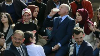 Ο Ερντογάν είναι και… οικονομολόγος: Αποτρέψαμε επίθεση κατά της τουρκικής λίρας