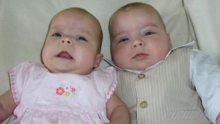 Απίστευτη ιστορία: Γυναίκα γέννησε δίδυμα, αλλά τα παιδιά ήταν από διαφορετικό πατέρα!