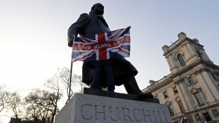 Brexit: Διαδηλώσεις, πάρτι και... προσευχές για επιφοίτηση στο Λονδίνο μετά το τρίτο «όχι»