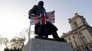 Τέταρτη ψηφοφορία ή εκλογές: Η απέλπιδα προσπάθεια της Μέι να σώσει το Brexit