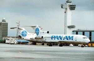 Pan Am: Ξεκίνησε ως μικρός αερομεταφορέας πραγματοποιώντας πτήσεις από και προς την Κούβα από την Φλόριντα των ΗΠΑ το 1927. Εξελίχθηκε στην μεγαλύτερη αεροπορική εταιρεία του κόσμου και πρωτοπόρο της βιομηχανίας, μέχρι την κατάρρευσή της το 1991. Υπήρξε σ