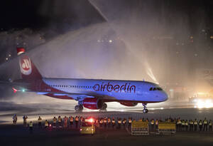 Air Berlin: Ιδρύθηκε από Αμερικανούς το 1978 και μετά την επανένωση της Γερμανίας αναπτύχθηκε ραγδαία και έγινε μία από τις μεγαλύτερες εταιρείες της βιομηχανίας στην Ευρώπη. Οι λειτουργίες της περιορίστηκαν με την πάροδο των ετών, ενώ υπέστη αρκετές οικο
