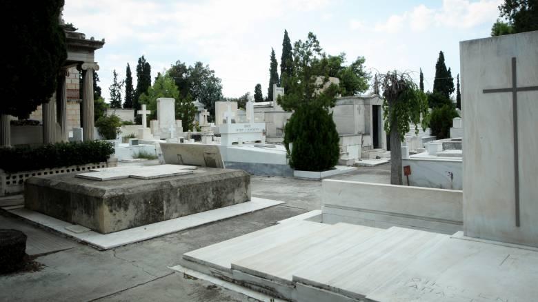 Ηλεία: Θλίψη στην κηδεία της 22χρονης - Τα νέα στοιχεία για το θάνατό της στο Αιγάλεω