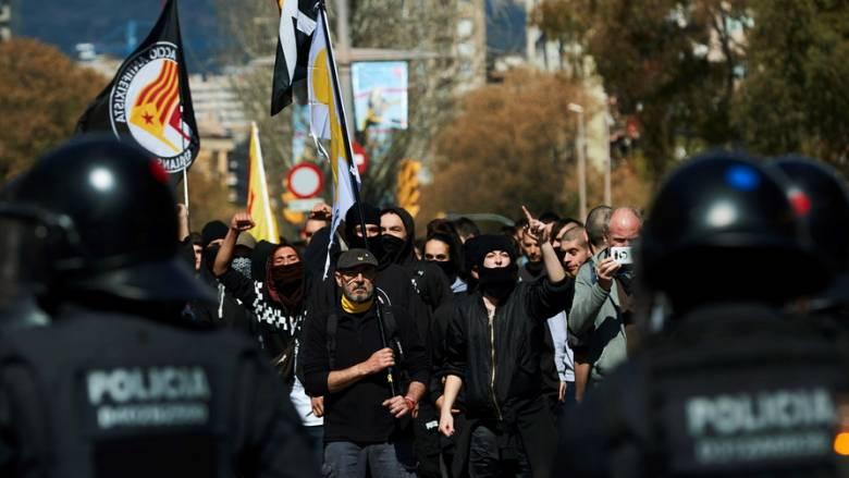 Βαρκελώνη: Ταραχές κατά τη διάρκεια διαδήλωσης με τραυματίες