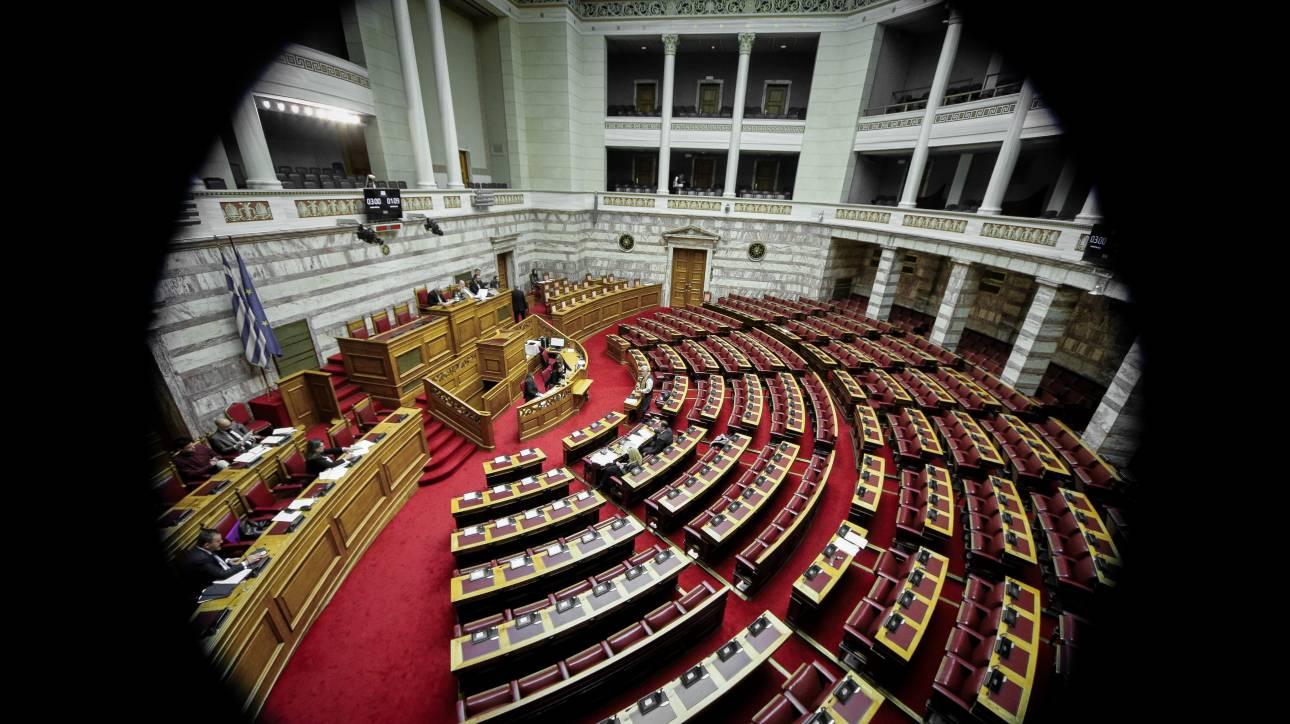 Συνεχίζεται η πολιτική αντιπαράθεση μετά τις διώξεις για τα δάνεια των κομμάτων