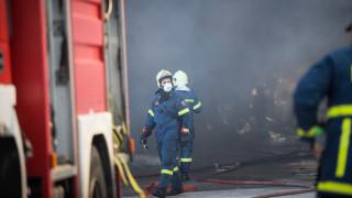 Υπό έλεγχο η φωτιά σε αποθήκη στο Κορωπί
