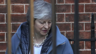 Brexit: Αντιμέτωπη με «κατάρρευση» της κυβέρνησής της η Μέι