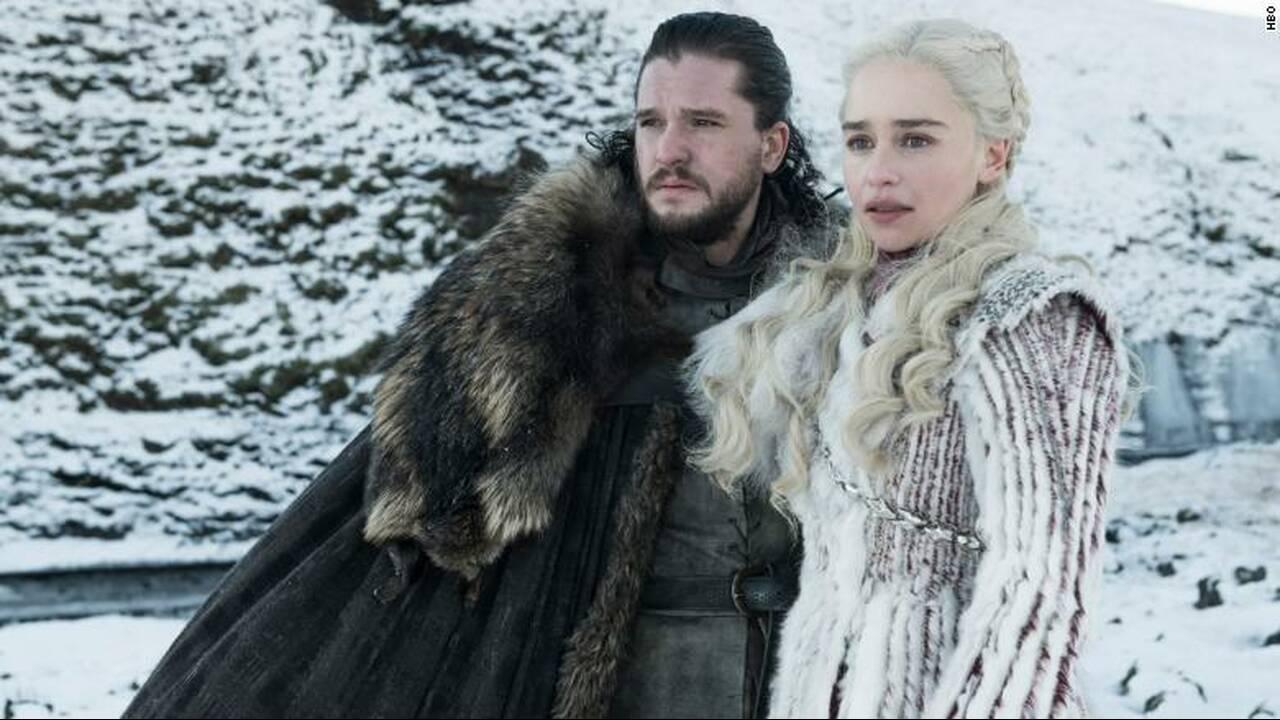 Θα μάθει ο Jon Snow την αλήθεια για το οικογενειακό του δέντρο; Οι περισσότεροι φαν της σειράς εμφανίζονται σίγουροι πως ο Jon Snow θα ερωτευτεί την Daenerys Targaryen -τη θεία του… Ο ίδιος ο Snow δεν γνωρίζει φυσικά τη συγγένειά του με τη… μητέρα των δρά