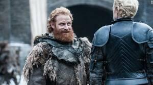 Θα καταλάβει η Brienne πως ο Tormund είναι ο… άνδρας της ζωής της; Παρότι ο Tormund δεν έχει κρύψει τα συναισθήματά του απέναντι στη Brienne, εκείνη δεν έχει ανταποκριθεί. Ωστόσο οι φαν της σειράς γνωρίζουν ότι έχουν πολλά κοινά στοιχεία και αρκετοί πιστε