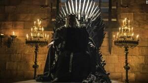 Ποιος θα καθίσει τελικά στο «Σιδερένιο Θρόνο»; Όλοι καταλαβαίνουν γιατί οι πρωταγωνιστές της σειράς θέλουν να καθίσουν στο «Σιδερένιο Θρόνο». Ποιος θα τα καταφέρει, όμως, τελικά; Ή μήπως θα πεθάνουν όλοι στην προσπάθειά τους να αναδειχτούν νικητές;
