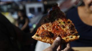 Οι Νιγηριανοί παραγγέλνουν πίτσες... από τη Βρετανία