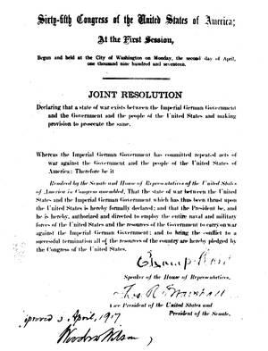 1917 Η κύρυξη του πολέμου ενάντια στη Γερμανία, υπογεγραμμένη από τον πρόεδρο Γούντροου Ουίλσον, σηματοδοτεί την είσοδο των ΗΠΑ στο Μεγάλο Πόλεμο.