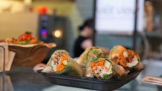 Η καλύτερη δουλειά του κόσμου: Εταιρεία ζητά κάποιον να ταξιδεύει και να τρώει με μισθό 59.000 ευρώ!