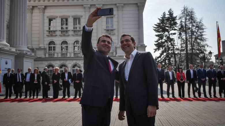Επίσκεψη Τσίπρα στα Σκόπια: Η selfie με τον Ζόραν Ζάεφ