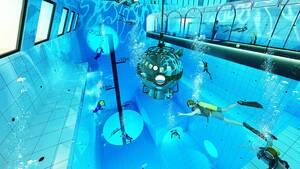Η πισίνα θα γεμίσει με 8.000 κυβικά μέτρα νερού, δηλαδή 27 φορές περισσότερη ποσότητα απ' ότι απαιτείται για μία φυσιολογική πισίνα 25 μέτρων.