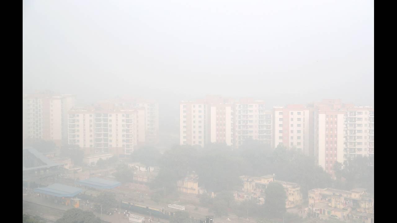 https://cdn.cnngreece.gr/media/news/2019/04/03/171548/photos/snapshot/2017-11-10T080251Z_796622494_RC18472DCC90_RTRMADP_3_INDIA-POLLUTION.JPG