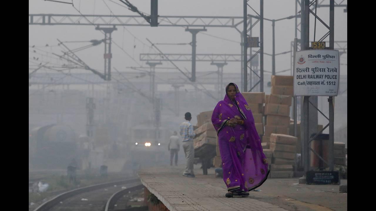https://cdn.cnngreece.gr/media/news/2019/04/03/171548/photos/snapshot/2017-11-10T092647Z_123709022_RC111D5432E0_RTRMADP_3_INDIA-POLLUTION.JPG
