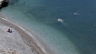 Περίεργο φαινόμενο στο Ναύπλιο: Κοκκίνησε η θάλασσα (pics)