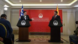 Kέρδη και ζημιές από την επίσκεψη Τσίπρα στα Σκόπια: Τσιάρας και Δουζίνας μιλούν στο CNN Greece