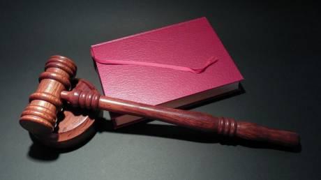 Σάλος με δικαστή που θα αποφασίσει αν ένας άνδρας μπορεί να κάνει σεξ με τη σύζυγό του