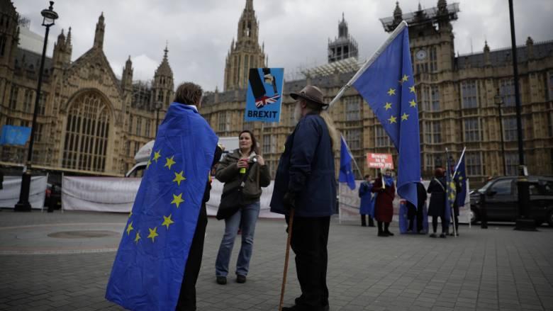 Βρετανία: Παραιτήθηκε ο υφυπουργός Brexit της Μέι