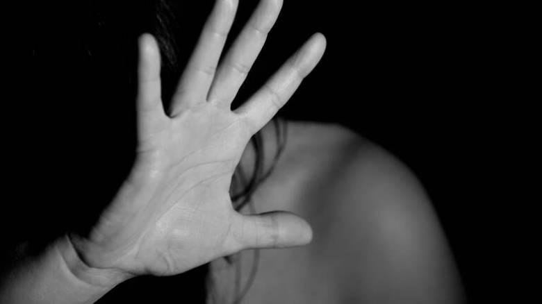 Ο εφιάλτης της 25χρονης στην Κρήτη: «Με υποχρέωναν να πηγαίνω με 2-3 άνδρες καθημερινά»