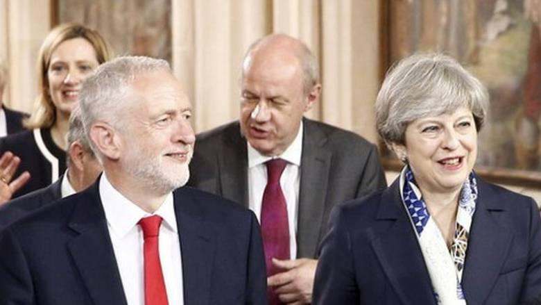 Brexit: Το θρίλερ καλά κρατεί - Άκαρπη η ιστορική συνάντηση της Μέι με τον Κόρμπιν