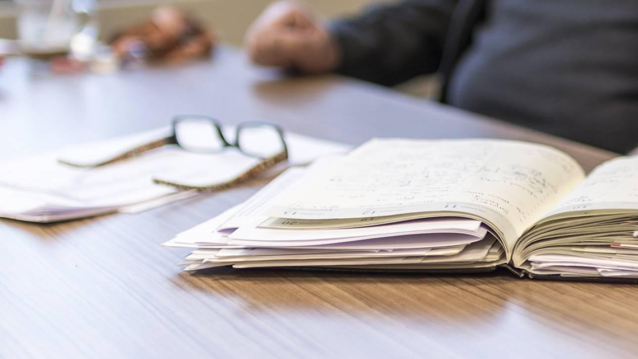 Μειωμένα ωράρια και αλλαγές στις άδειες δημοσίων υπαλλήλων