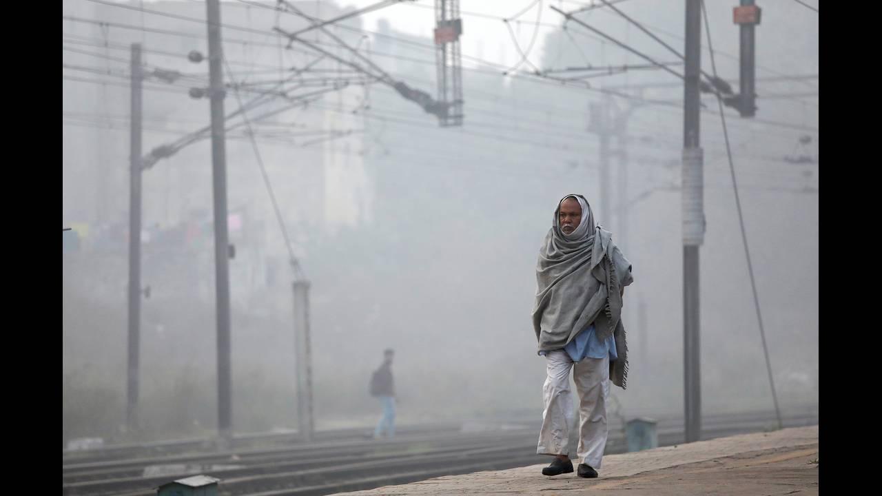 https://cdn.cnngreece.gr/media/news/2019/04/03/171622/photos/snapshot/2017-11-10T092651Z_1483155078_RC1A6E682010_RTRMADP_3_INDIA-POLLUTION.JPG