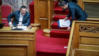 Η σκανδαλολογία και η συσπείρωση των κομμάτων κρίνουν τις αποφάσεις για εκλογές