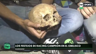 Το… τερμάτισε: Οπαδός ξέθαψε το κρανίο του νεκρού παππού του για να «πανηγυρίσει» τη νίκη της ομάδας