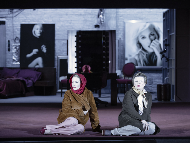 NTL 2019 All About Eve Gillian Anderson Monica Dolan. Photography by Jan Versweyveld14799